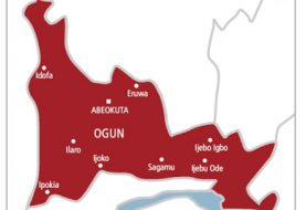 """Ogun Community Attacks Teachers, Headmaster With Cutlasses & Charms Over """"Deworming Tablets"""" To Students"""